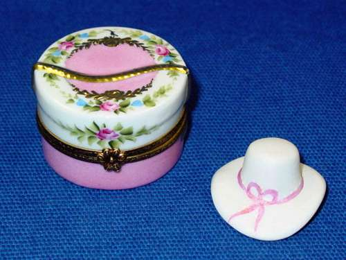 FLOWERY HAT BOX W/HAT